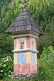 Wayside shrine near the entrance to Robanov Kot